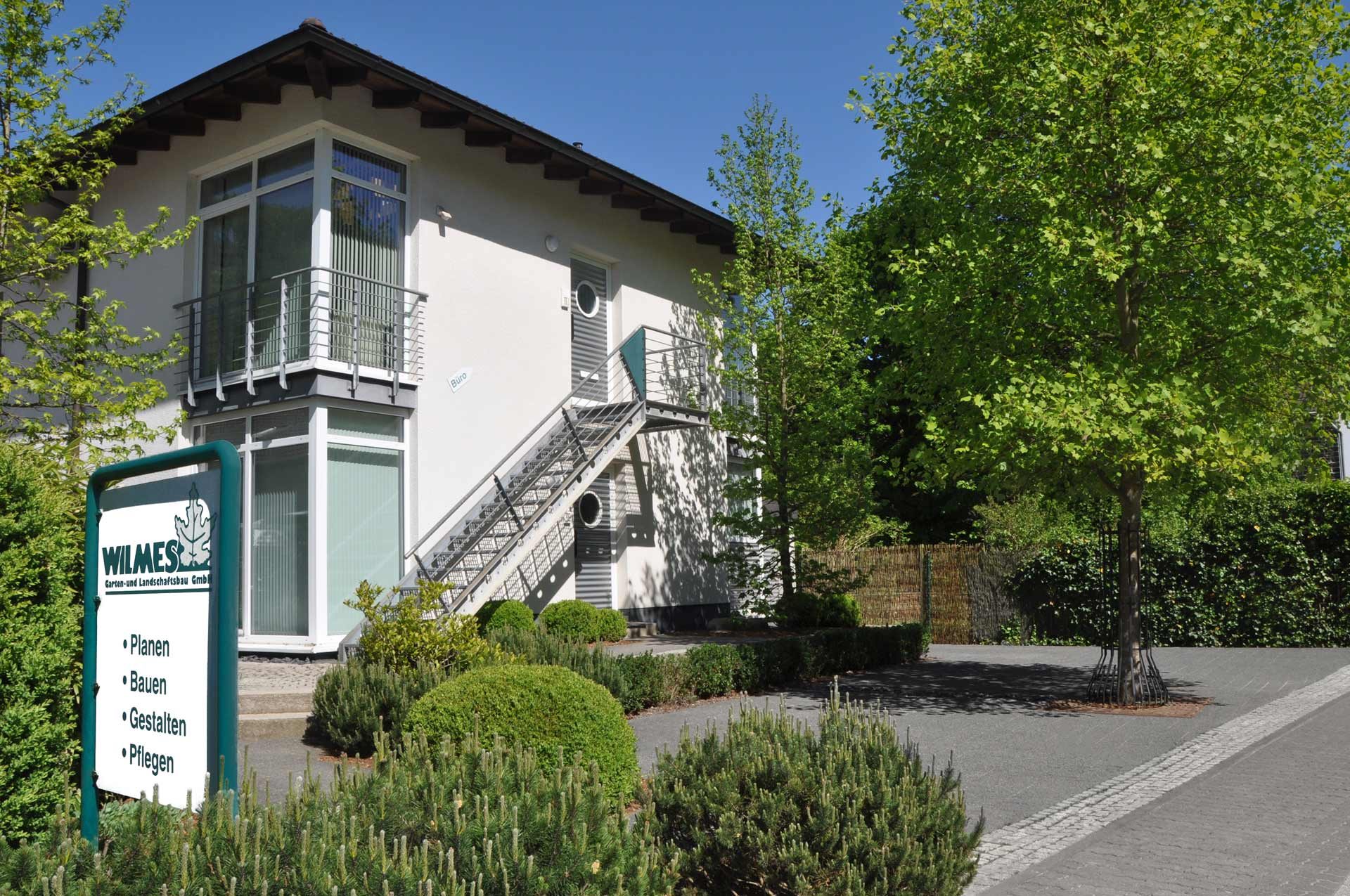 Schon 1947 wurde der Garten- und Landschaftsbau von Heinrich Wilmes in Werdohl gegründet. Unser Leistungsspektrum umfasst die Planung, Ausführung bis hin zur Pflege Ihrer kompletten Anlage.